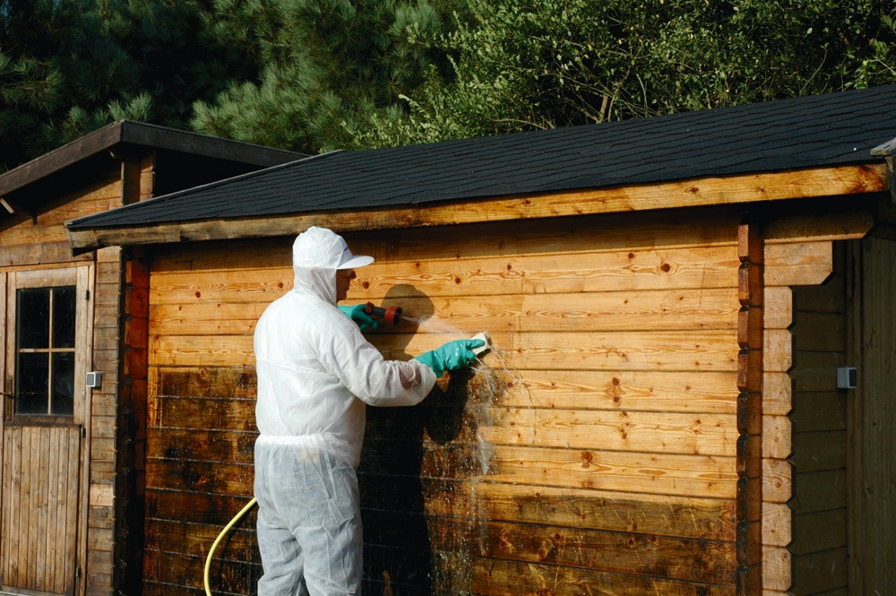 Aquanett being used to remove wood oil from a shed