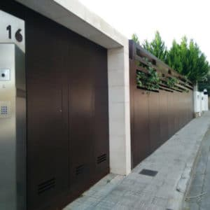 Oxid Vernis applied to gate and fence