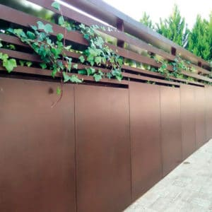 Oxid Vernis used on garden wall