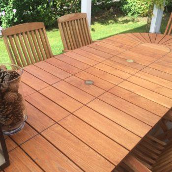 garden table restored with Teak Olje
