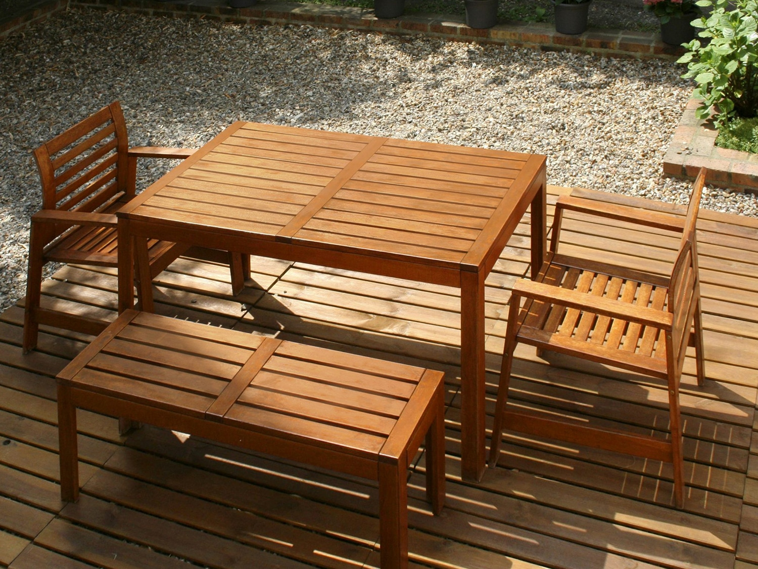 protect garden furniture before winter