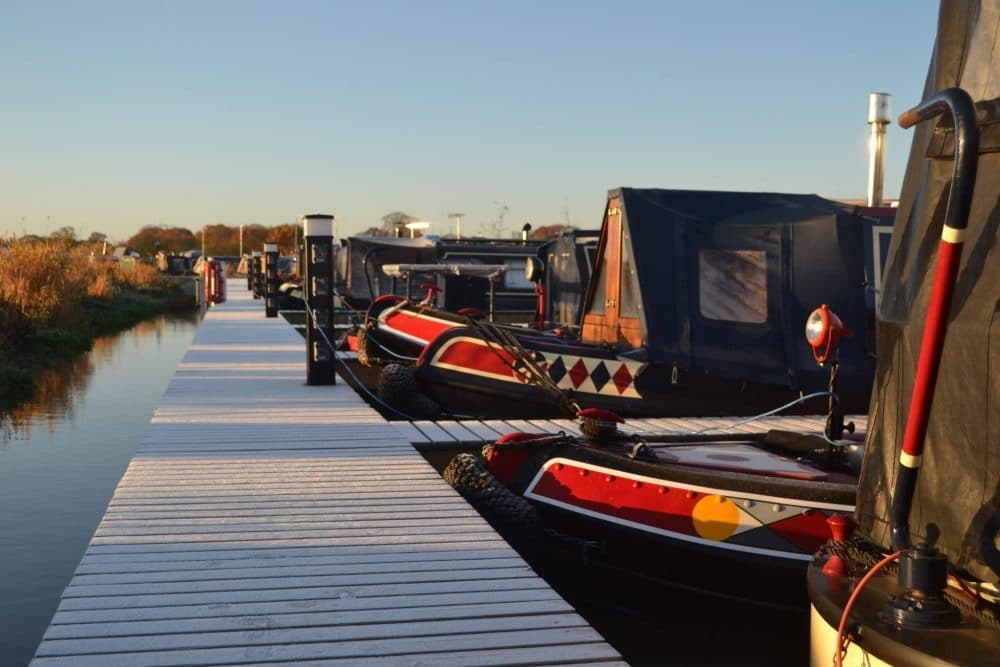 Residential narrowboat morring