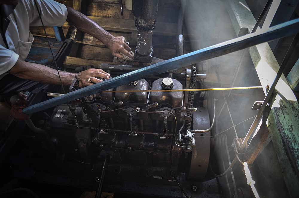 boat engine cleaning