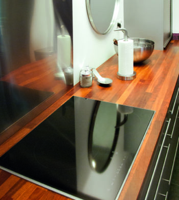 Acryl Vernis applied to kitchen counter