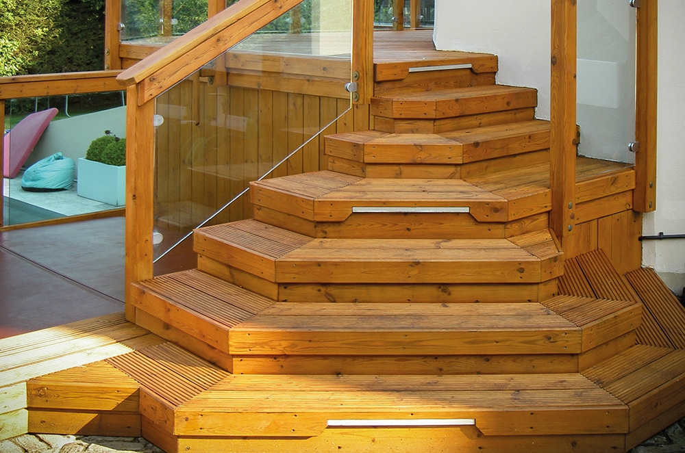 Assembling stairs to your decking