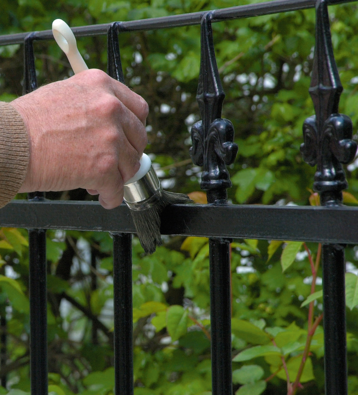 Painting metal fence with Owatrol Deco