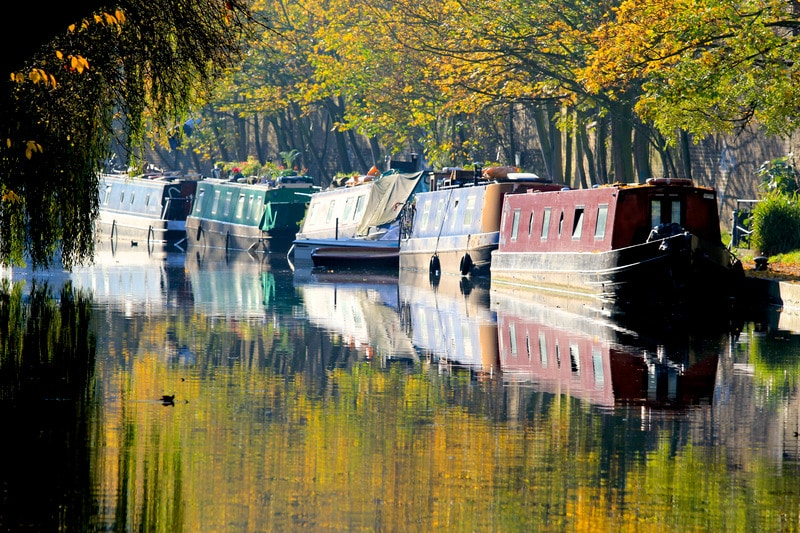 Narrow boats lined up